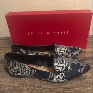 Brand new 6 1/2 Flats, with tags and box.